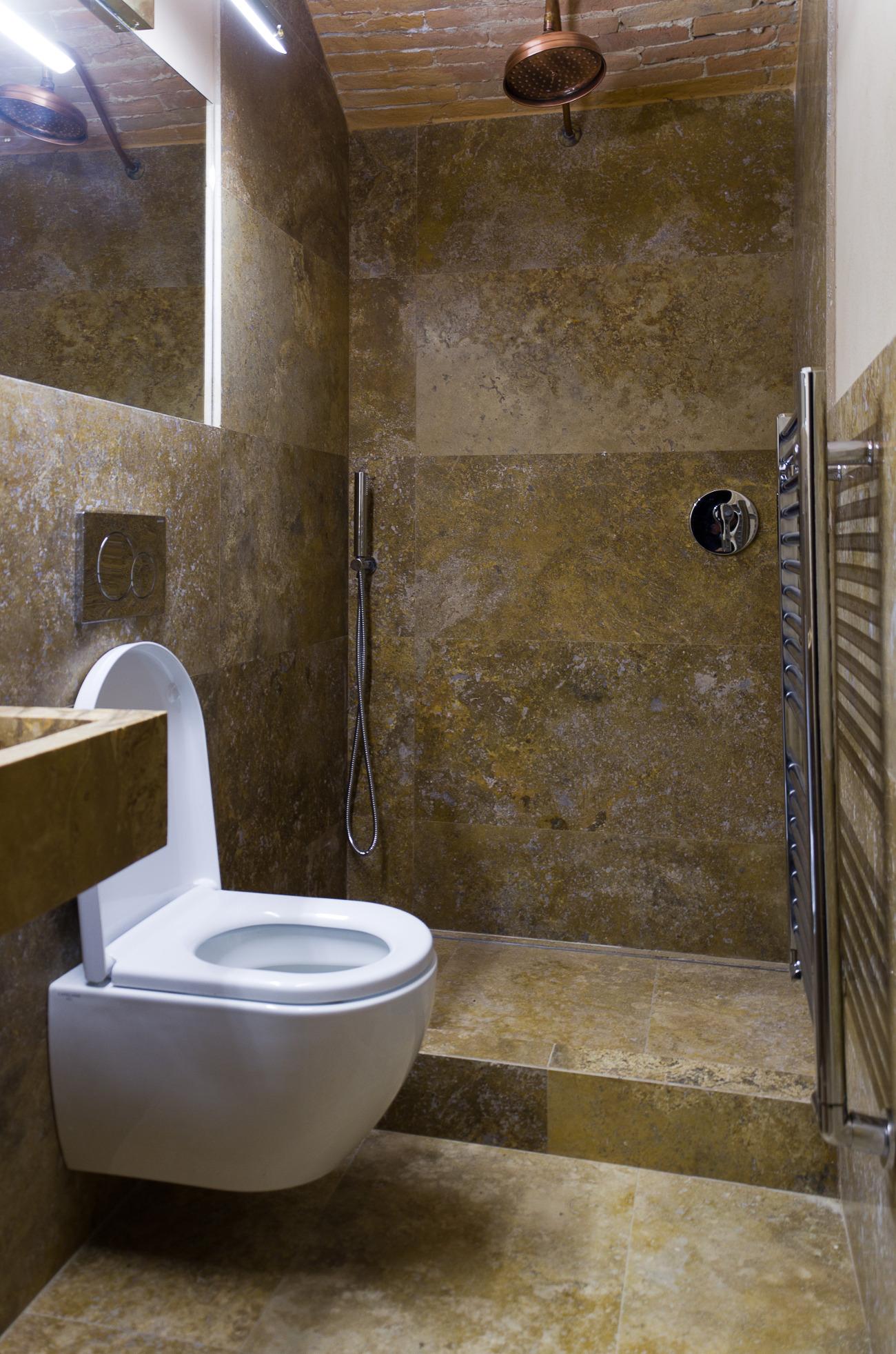 Bagno minimale con lavabo in pietra lavandino in marmo - Pietre per bagno ...