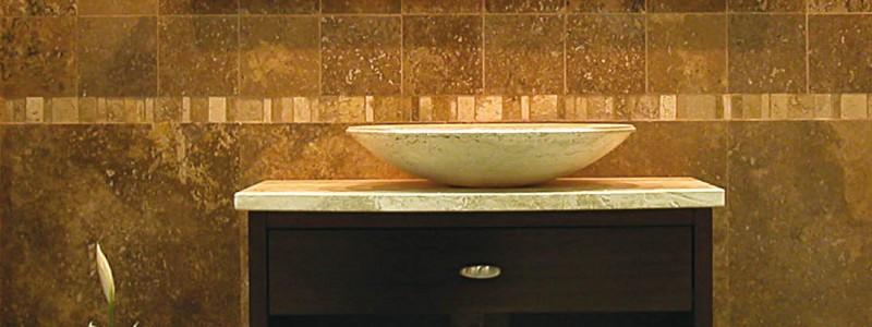 Arredare il bagno lavandino in marmo - Bagno in travertino ...