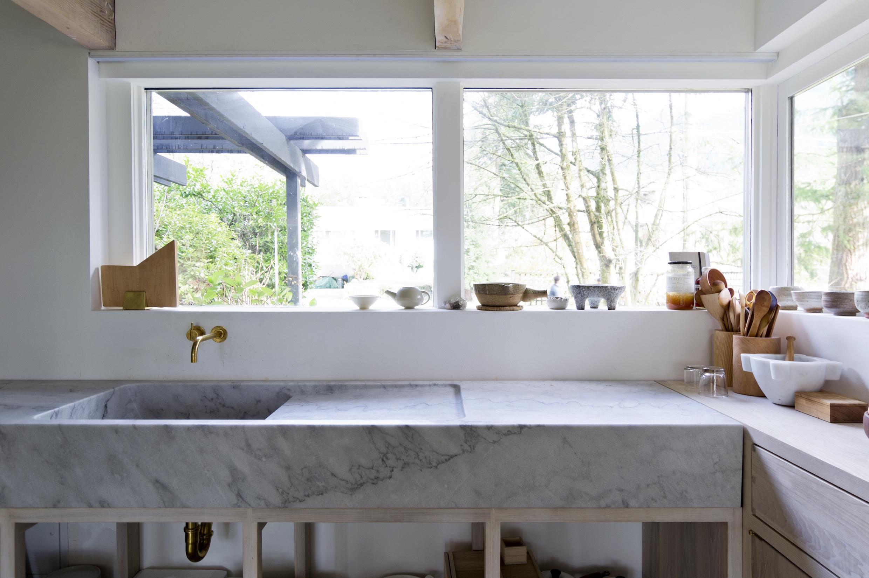 Piano cucina e lavabo in marmo lavandino in marmo - Cucine sotto finestra ...