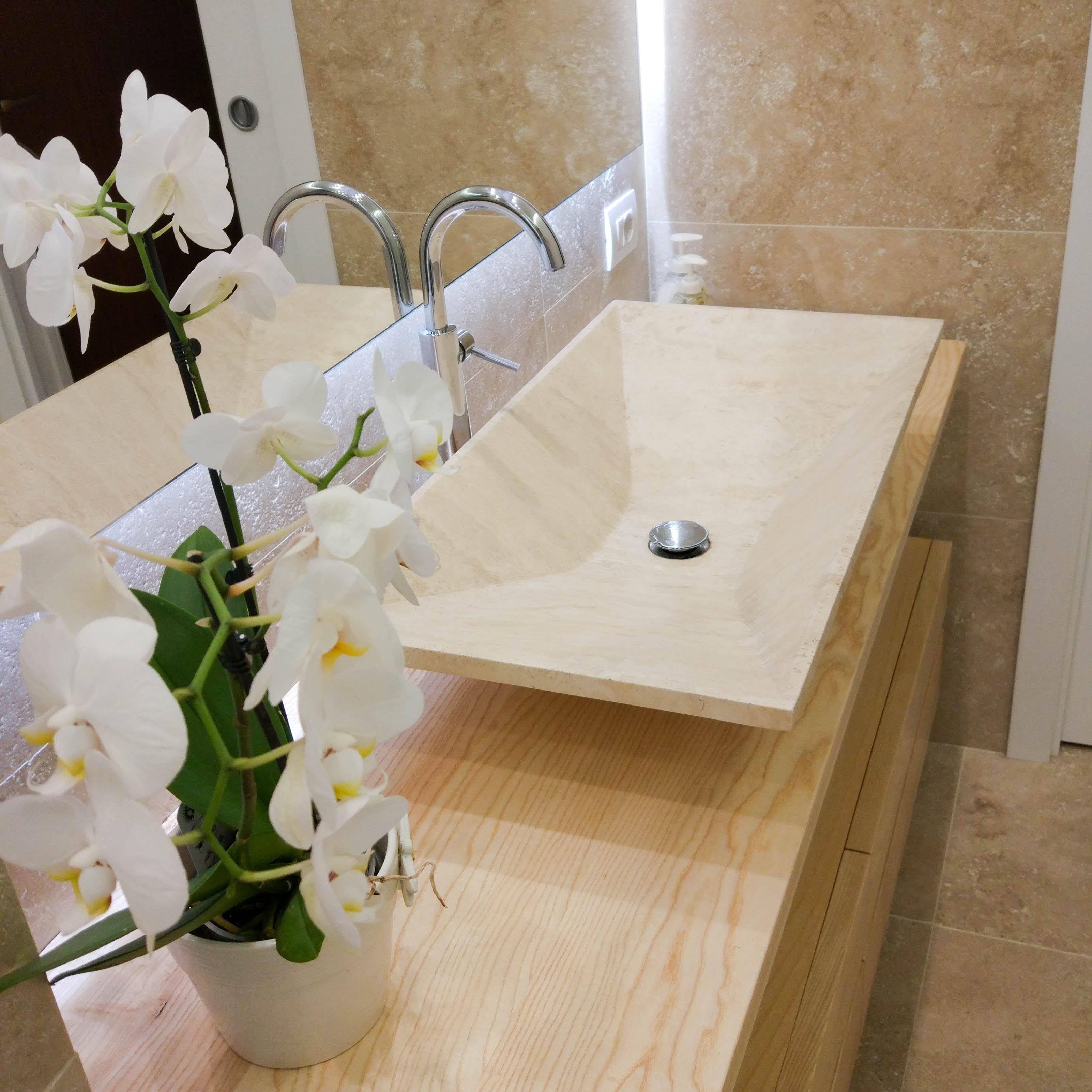 Arredare il bagno in stile moderno lavabo e rivestimenti - Piastrelle ardesia ...