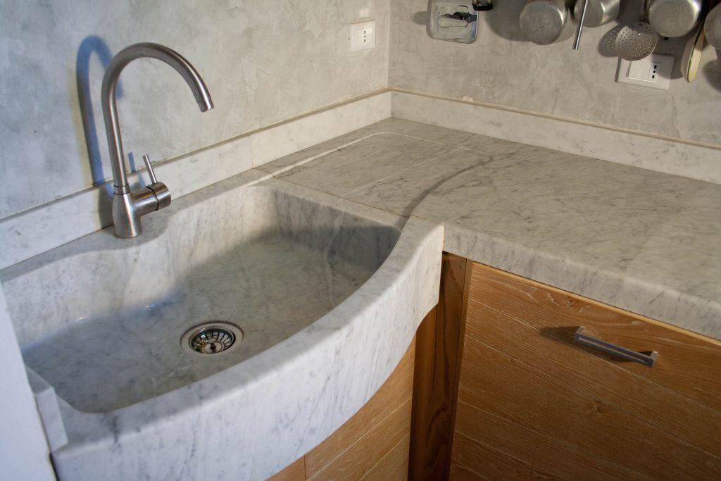 Lavabo cucina in pietra o marmo lavandino in marmo - Marmo in cucina ...