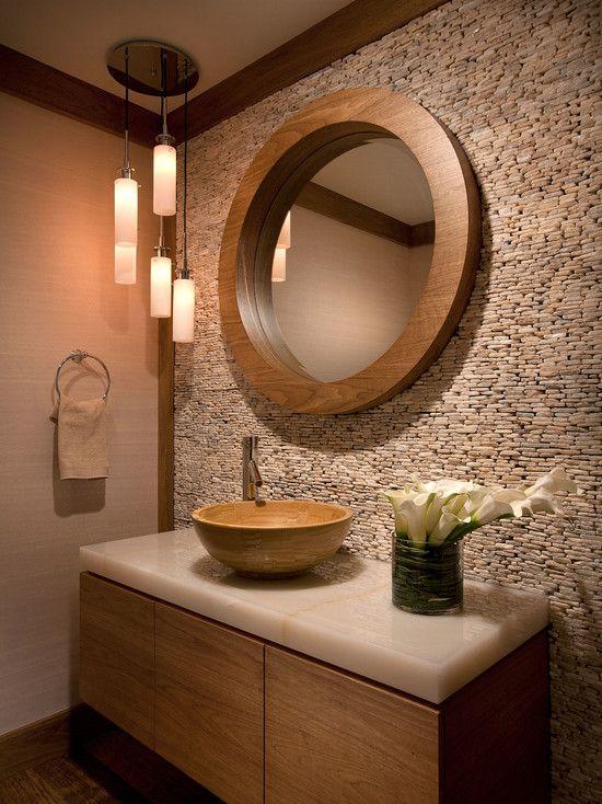 bagno con mosaico e lavabo da appoggio