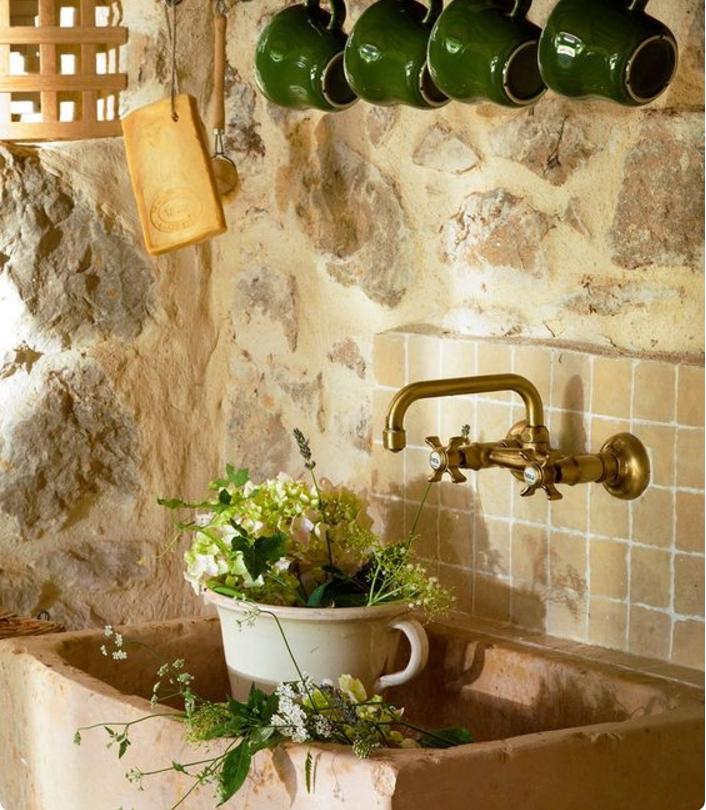 cucina country con lavabo in pietra stile rustico