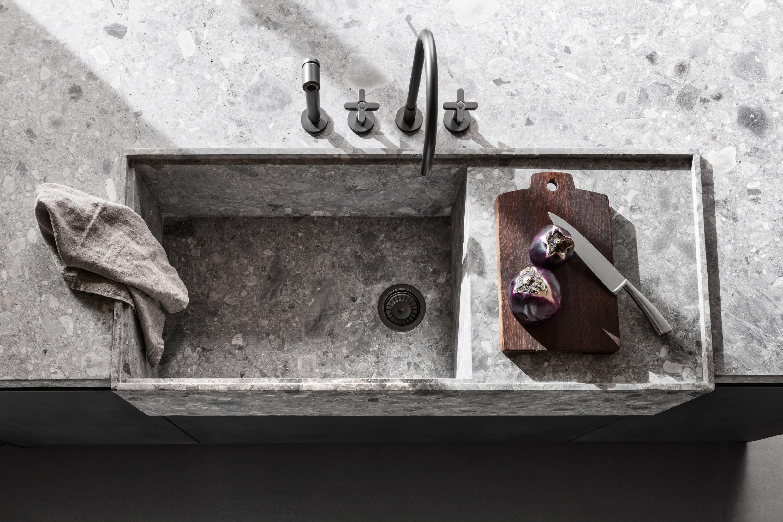 cucina minimale con lavandino in pietra moderno